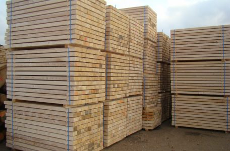 Packing sawn timber